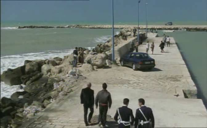 http://www.donnalucata.it/montalbano/cardellino3a.jpg